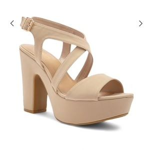 ‼️NWT‼️ Forever 21 Nude Chunky Heels